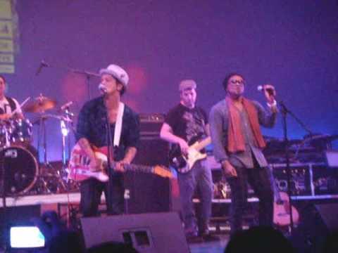 Bruno Mars Michael Jackson Tribute