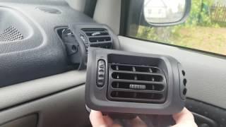 Демонтаж (снятие) дефлекторов воздуховодов Renault Symbol 2006