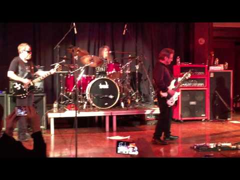 Blue Oyster Cult   Cities on Flame With Rock and Roll  NYC March 20, 2015 Albert Bouchard on drums