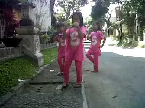 Blink Dag Dig Dug Features Marry Singing Girls Video Clip Travel Video