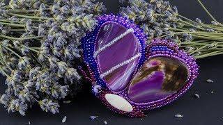 Крупная брошь бабочка из бисера и фиолетовых агатов