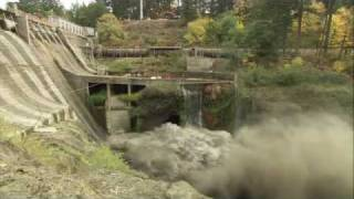 Condit dam is breached, letting the White Salmon River run free