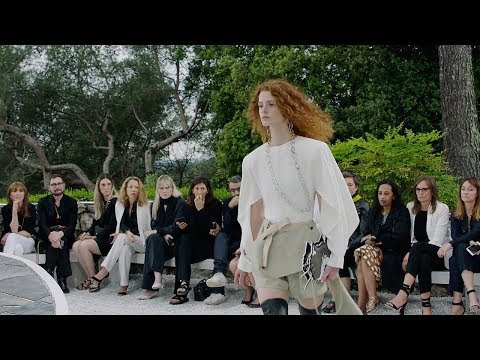 Louis Vuitton | Cruise 2019 Full Fashion Show | Exclusive