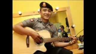 Polteng! Bripda Saeful Bahri nyanyi