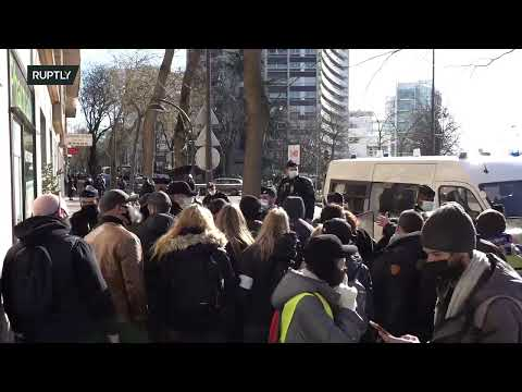 LIVE: Protest in Paris against the continuation of COVID-19 restrictions measures