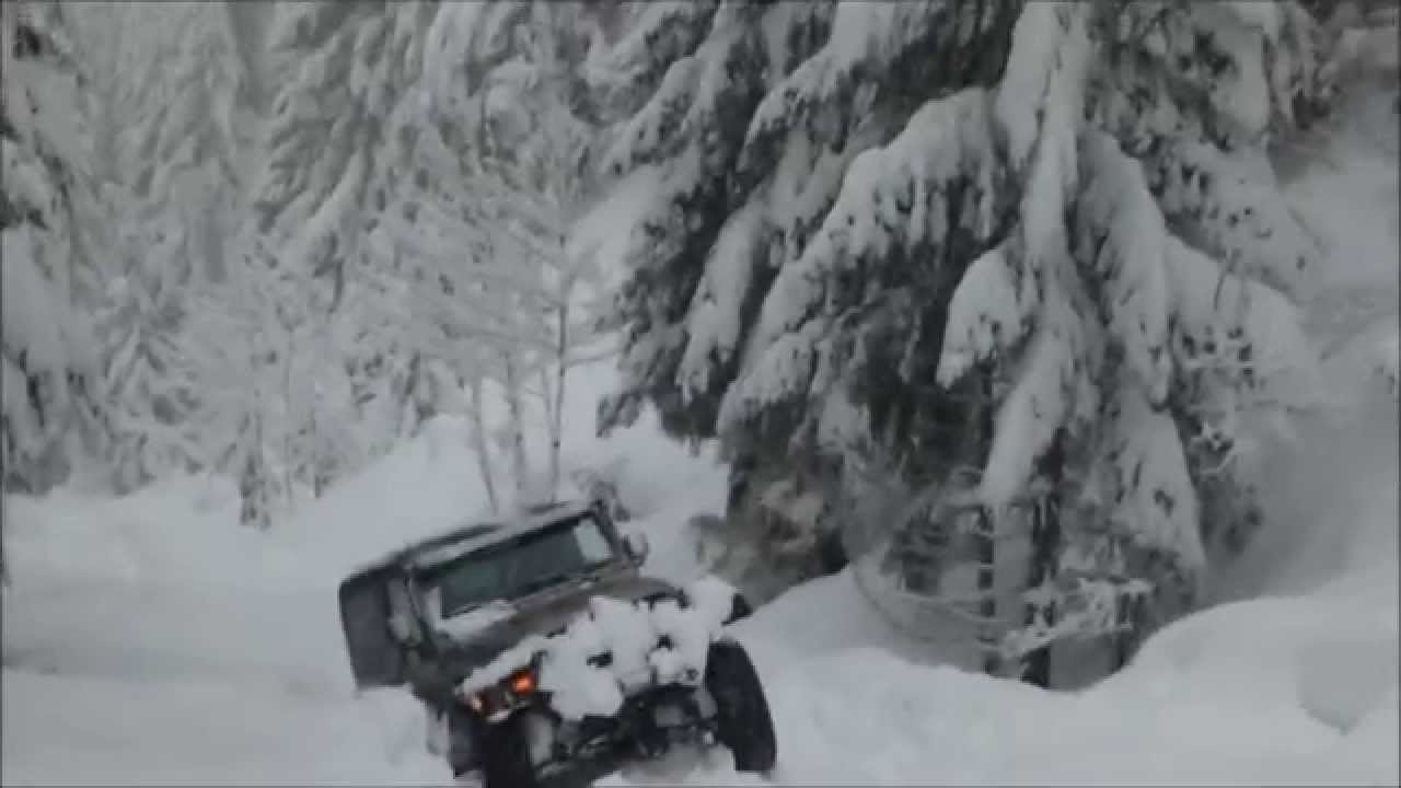 Jeep Wrangler In Deep Snow Pacific Northwest Cascades Of