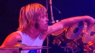 FOO FIGHTERS - In the Flesh? (Pink Floyd cover) READING FESTIVAL 2012 - Taylor Hawkins singing.