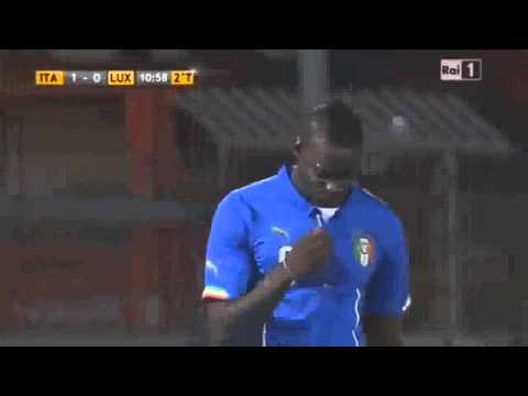 mario balotelli incredible miss italy vs luxemburg 2014