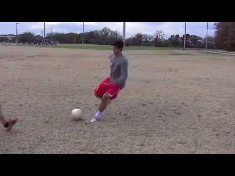 Hướng dẫn đá bóng –  Kỹ thuật Bấm bóng qua người