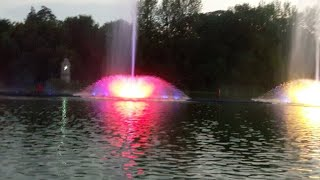 Цветной Танец Воды ???? Винницкий фонтан Рошен. онлайн.