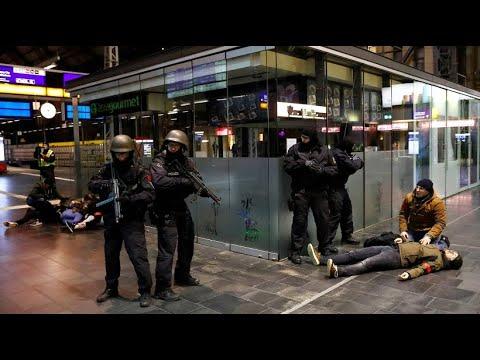 Terrorübung am Frankfurter Hauptbahnhof: Schüsse, Schreie und Kunstblut