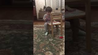 В 3 года мальчик научился играть на барабане