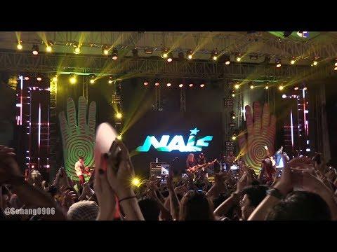 NAIF - Air Dan Api ~ Aku Rela ~ Mobil Balap @ Synchronize Fest 2017 [HD]