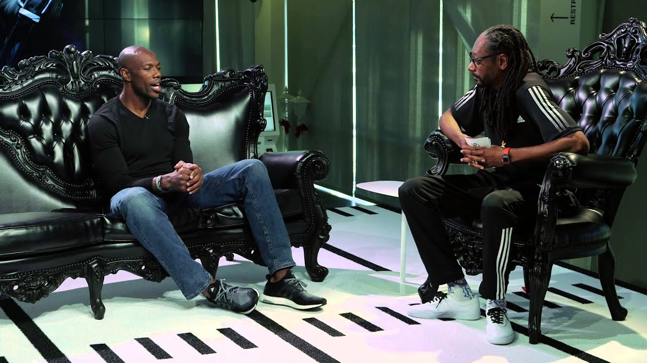 "Terrell Owens Sits Down With Snoop Dogg On His ""Turf'd Up"" Sports Show! (Episode 1)"