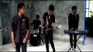 Download Video Ornito : Segala Bayangmu Video Clip MP3 3GP MP4