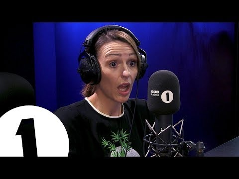 """""""I accidentally buried my neighbour's cat"""": Doctor Foster plays Truth or Lie"""