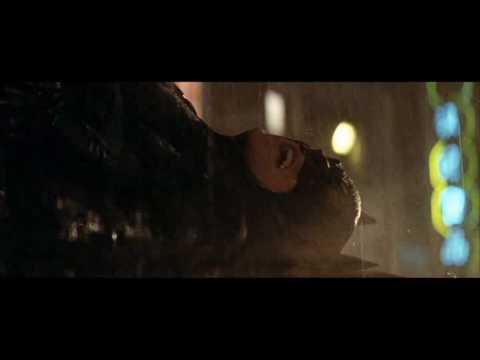 Batman Begins, el espantapájaros quema a Batman