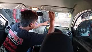 Proses pemasangan kaca film 40% di mobil agya kaca depan