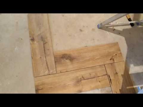 Укладка плитки Cersanit на пол методом ёлочка или паркетная укладка  плитки.