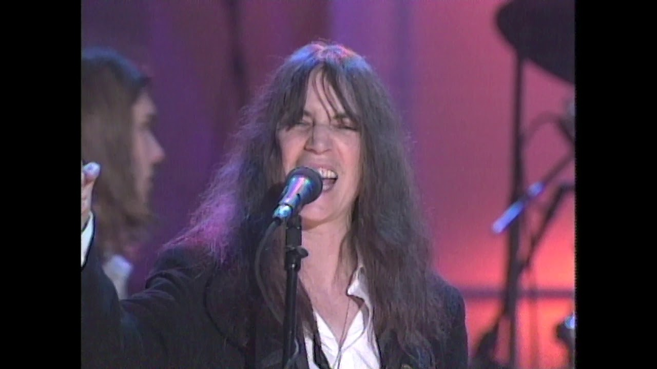 Patti Smith Performs People Have The Power At The 2000 Hall Of Fame Induction Ceremony Youtube