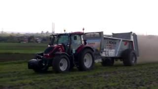 Rozsiewanie wapna 2016 Valtra N124 HiTech5 + rozrzutnik Pichon 12 ton