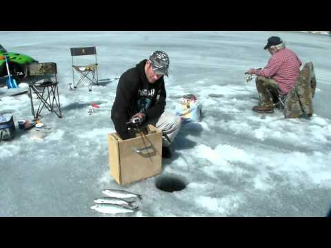 Ice fishing with robby jigging machine youtube for Ice fishing videos on youtube