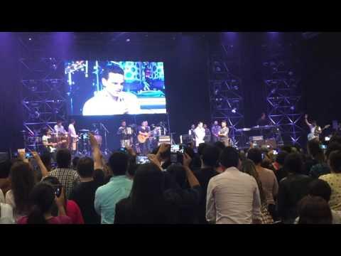 Video el testimonio cristiano de Silvestre Dangond en el concierto de Alex Campos