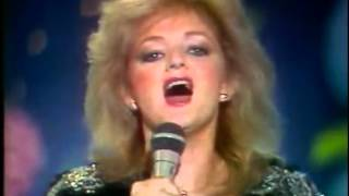 Bonnie Tyler - Total Eclipse Of The Heart (Live) HQ