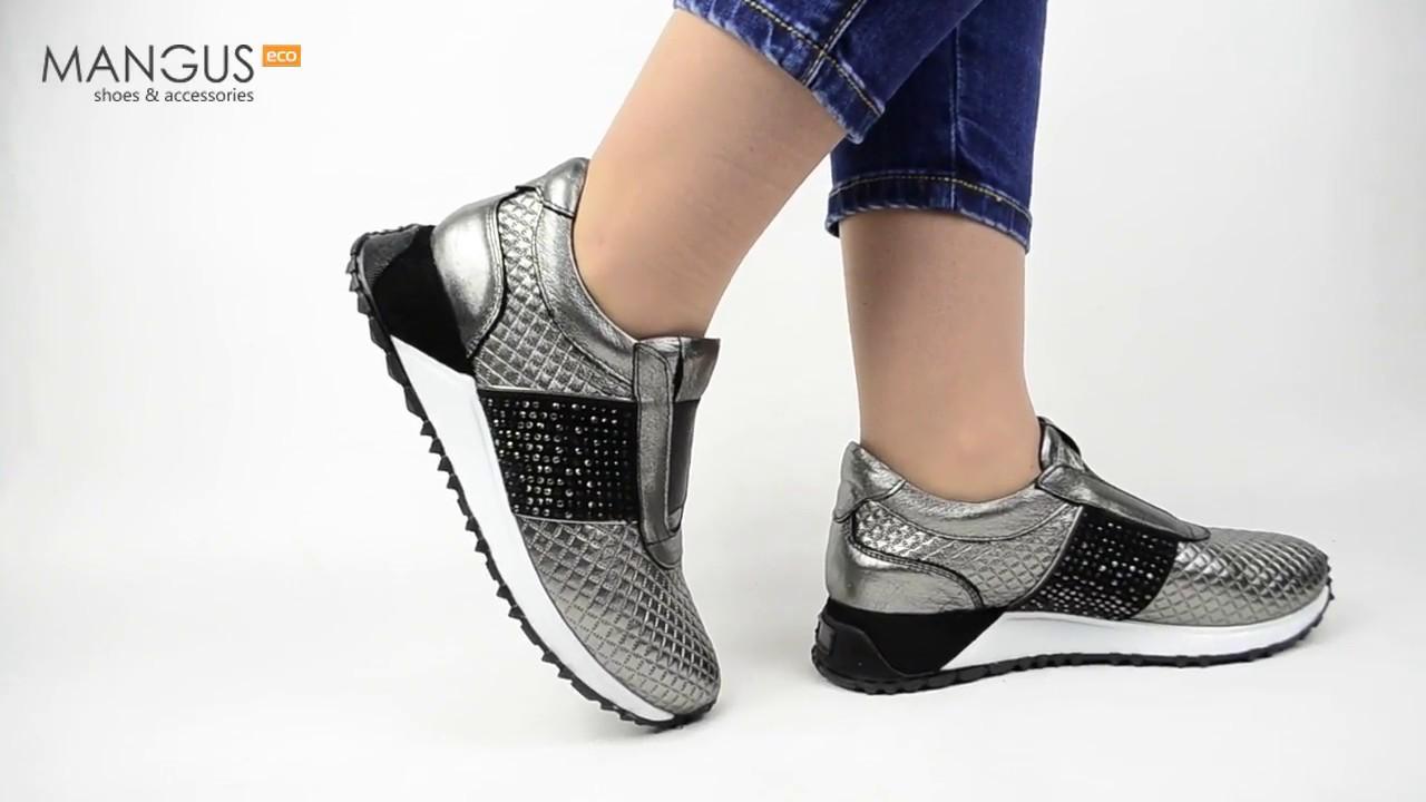 Кожаные женские кроссовки серебристого цвета ...