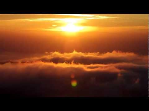 Sonnenaufgang vom Gipfel des Gunung Batur // Sunrise on the top of the volcano