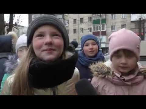 ГУ НП в Хмельницькій області: Патрульні спільно із громадською організацією провели флешмоб «Діти попереджають»