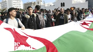 vuclip Thousands of Algerian students protest against president