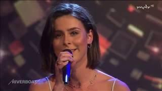 """Lena singt live eine acoustic version von """"don't lie to me"""" in der sendung riverboat."""