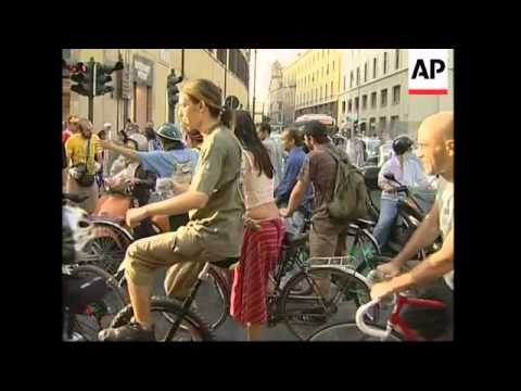Cyclists block traffic in green protest, passing landmarks