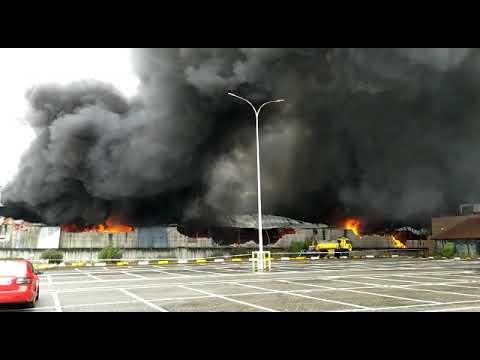 VÍDEO Incendio en el Polígono de Silvota Llanera