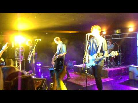 5 Seconds Of Summer - Gotta Get Out LIVE @ Zeal West, Auckland, New Zealand