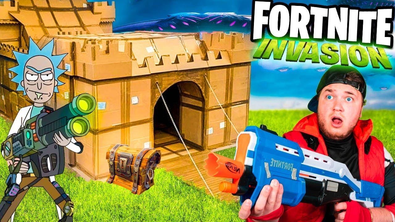 FORTNITE BATTLE ROYAL IRL - Fortnite Season 7 AREA 51 Box Fort