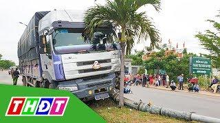 Xe tải đâm xe máy đang đợi qua đường, 1 người tử vong   THDT