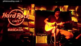 Phil Stoodley - Im On Fire (Live @ The Hard Rock Cafe)