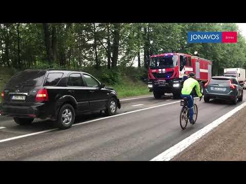 "Netoli Jonavos susidūrė ,,Kia Sorento"" ir ,,Volkswagen Passat"""