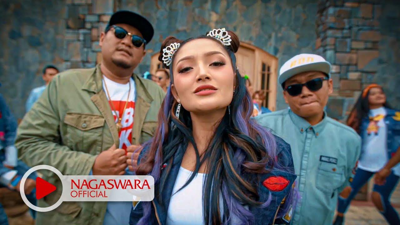 Download Siti Badriah - Sandiwaramu Luar Biasa feat. RPH & Donall (Official Music Video NAGASWARA) #music