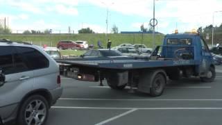 """На парковке у """"Радуга-парка"""" приставы арестовали BMW X5 за долги в 6,5 миллиона рублей"""
