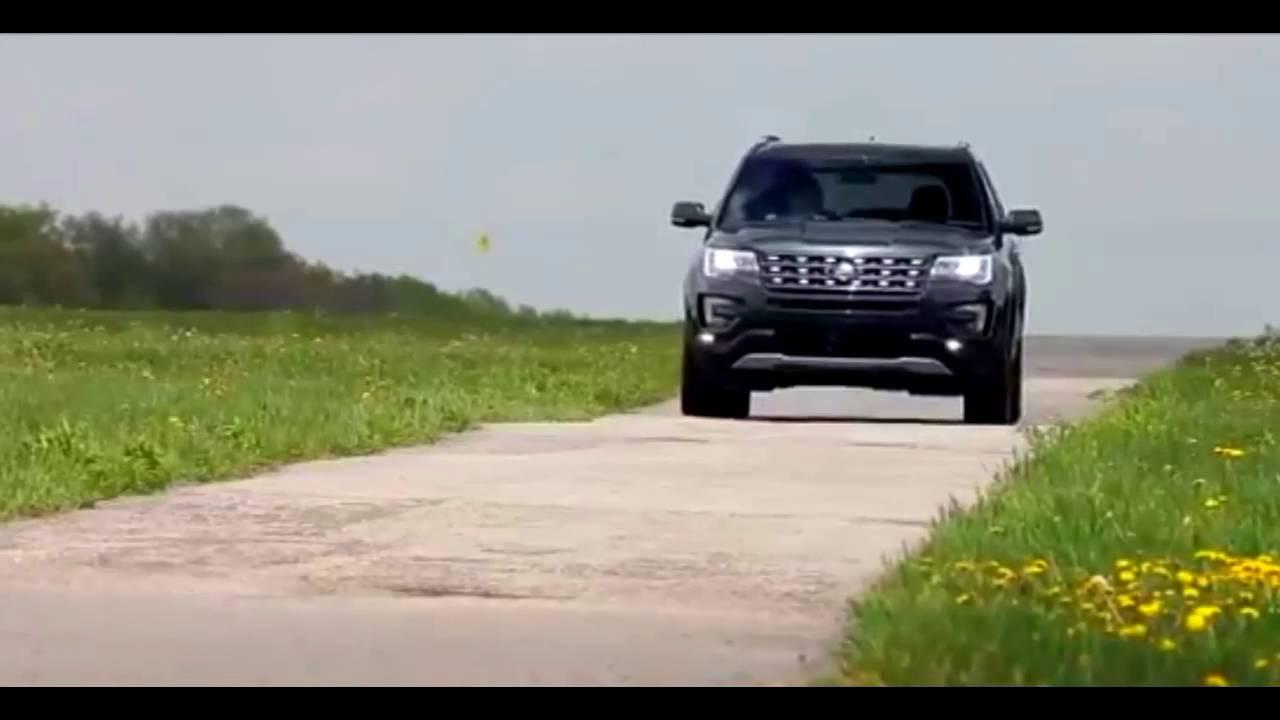 2016 ford explorer vs 2016 land rover discovery preview youtube. Black Bedroom Furniture Sets. Home Design Ideas
