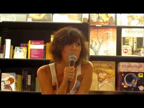 Giorgia canta Di sole e d'azzurro a cappella - Feltrinelli di Roma 10/09/2011 (parte 3)
