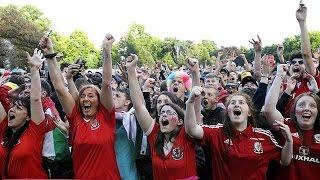 جماهير ويلز تحتفل بصعود منتخبها إلى الدور نصف النهائي لبطولة الامم الاوروبية