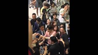 160417 Hand shake with Fans -Park Hae Jin in Singapore