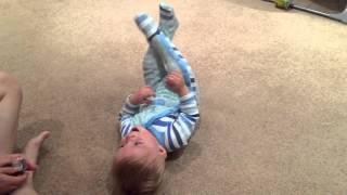 Baby laughing ребенок угорает
