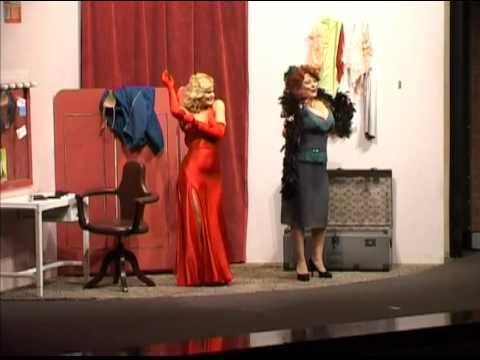Patrizia pellegrino in collant doovi for Patrizia rossetti cosce