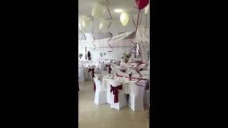 Le Concept Deco Mariage, une décoration de drapés disposés en voilage pour un décor féerique !