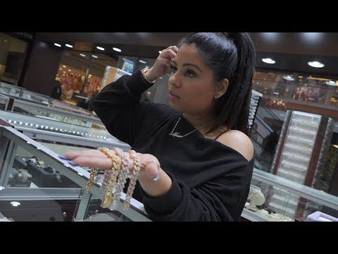 Monica The Jeweler Shows Us What Happens When Testing Fake Gold  & How To Price Diamond Cuban Links.